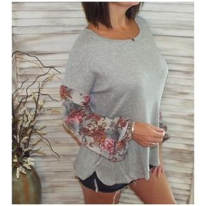Tops - ⭐️ Woven Waffle Bishop Bubble Floral Sleeve Top